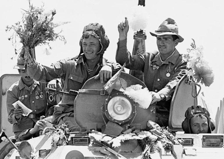 Soviet Troops Leaving Kabul
