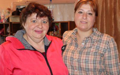 М.В. Карчмарчук и почтальон Ольга Титова